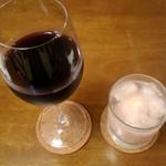 116768023 - 本日のワインと桃のカクテル