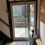 HAGI CAFE  - 店内から入口