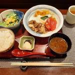 116773771 - サラダに特選米、赤出汁や香の物付き、トマトすき焼きランチ1,800円
