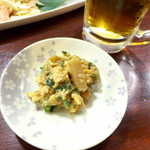 喜多八  - ニガウリとつき揚げ(さつま揚げ)の玉子とじ。甘辛く、少量だがあとを引く味