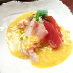 喜多八  - 刺身の酢味噌和え(マグロ・真鯛・タコ・いぎす)。米麹をたっぷり使った島味噌が、魚の甘みを引き立てる