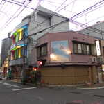 喜多八  - 屋仁川通りから一本東に入った角、島料理「喜多八」さん。人気店で予約NGのため、早めの入店がオススメ