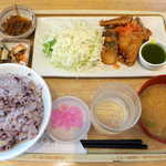 さち福やCAFE - サバ唐揚げ・バジルとトマトのソース(¥1188)。明太子と合わせて、ごはんのお替わりは必至です