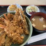 丸中 - 料理写真:天丼 海老2、キス2、南瓜、茄子、人参かき揚げ