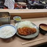 いもや - ロースかつ定食(900円)