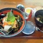 伊都ダイニング - 海鮮丼