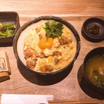 Hakatajidorisemmonryourifukueikumiai - 小鉢、漬物、味噌汁付き