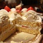 Alice - 上手にカット出来ませんでしたが美味しいケーキ!