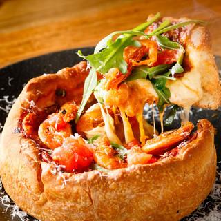 サクサクの生地からチーズがとろ~り♪本格窯焼きシカゴピザ