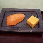 116826757 - 朝食 鮭と玉子焼き