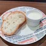 オサカナジャック - ビスクヌードルについてくるパン
