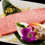 焼肉白李 - 料理写真:特選カルビ