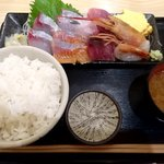 魚喰食堂 ときしらず - 刺身定食(ランチ)¥990 サラダがなくなった