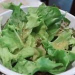 熟成肉バル 神保町style - ランチについてきたサラダ