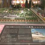 Koji - ホテル入り口近くの砂糖菓子の二条城ジオラマ