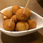 kitchen fumi - アンチョビを詰めたオリーブのフライ(300円)