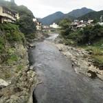 """明宝ジェラート - 明宝ジェラート 近くを流れる 吉田川の風景。 この橋を渡ると、すぐの処に """"明宝ジェラート"""" が在ります。      2019.09.22"""