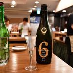 日本酒バル 富士屋 - 新政No.6 Stype(お試し)@390円:サービスで、ほぼグラスの量をいただいた(感謝)