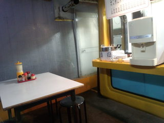 ラーメンの高橋 - 店内 左端におでん鍋