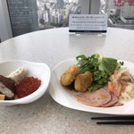 テンクウ - 朝食ビュッフェ2800円(総額)。いくら、ナゲット、サーモンマリネなど。サーモン自体の質はいいとは言えませんが、マリネの塩梅がとても良く、たくさんいただきました(╹◡╹)