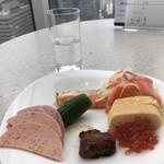テンクウ - 朝食ビュッフェ2800円(総額)。モルタデッラ、秋刀魚の甘露煮など。いくらとサーモン、たくさんいただきました(笑)。とても美味しかったです(╹◡╹)
