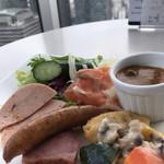 テンクウ - 朝食ビュッフェ2800円(総額)。目玉焼き&カレーソース、ナゲット&キノコのソース、など。ソースが豊富かつ美味しいのも、当店の特徴ですね(╹◡╹)