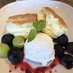 カフェ ビィーニョ - 料理写真:県産ぶどうのパンケーキ