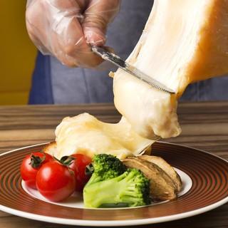 気分はハイジ♪目の前で削る、とろ~り濃厚ラクレットチーズ!