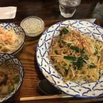 バンコクガーデン - バッタイ(海老焼きそば)、スープ、サラダ、デザート付