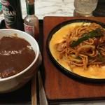 みどり食堂 - 料理写真:イタスパとミニ丼のランチセットです、ミニ丼はカレーをセレクトしました。