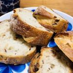 116865749 - 本物のフランスパンにこだわりつつ、日本人の舌に合うように改良を続けたビゴさん。
