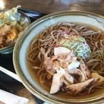 そば処 ヤマモ - 料理写真:温かいおつゆではなく「冷たい肉そば」❗