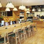 Marche&Cafe hana・yasai - 内観写真:店内はカウンター・ソファ席ともにございます。