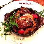 ikebukuro LA BETTOLA da Ochiai - 秀味豚肩肉のコンフィ、トマト風味の根菜ソース柚子マスタード添え