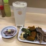 山城屋酒場 - 料理写真:生レモンハイ、お通し・鰹タタキ、本日の野菜煮3点盛
