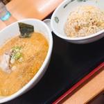 116887342 - 新・餃子+半チャーハンセット(とんこつラーメン)
