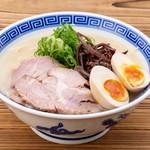博多ラーメン10 - 料理写真:味玉とんこつラーメン 820円