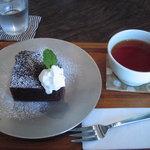 ゲンロ&カフェ - 料理写真:ココアケーキセット(800円)