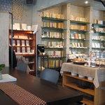 ゲンロ&カフェ - 店内の様子