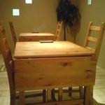 Cafe typique - 机の端を折りたためるテーブルです♪