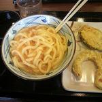 丸亀製麺 松永店 - チーズ釜玉(←混ぜた後) と 天ぷら(いも、かぼちゃ)