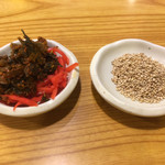 上を向いていこう - 料理写真:無料トッピング 辛子高菜 紅生姜 ごま