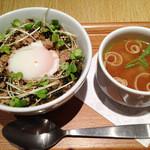 ナナズグリーンティー - 鶏そぼろ丼/スモール(¥550)