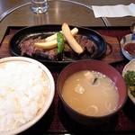 肉屋の肉料理 みずむら - ご飯味噌汁サラダがつきます