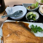 116921814 - 煮魚