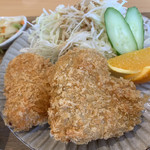 和風カフェ しゅしゅ - ハート型のコロッケの 中には 刻まれた 蓮根 ♪