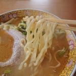 らぁめん倉崎 - 縮れ太麺がンマイ♪