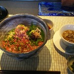鉄板焼 たまゆら - 気仙沼直送マグロ丼 1500円、サラダ・スープ・味噌汁・香の物・シャーベット・コーヒーが付きます