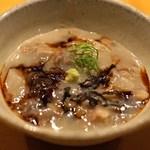 神山 - 牛すじ肉の蕎麦湯炊き 薬味を入れて