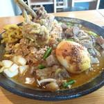 あきらカレー - チューリップのタンドリーチキン天ぷらスパイス炒飯と和出汁の牛すじとゴロっと野菜のマサラ大盛り スパイス半熟卵トッピング